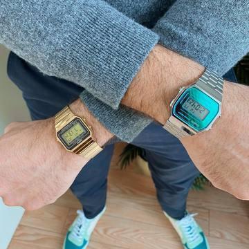 ✨CASIO VINTAGE✨ Desde luego que hay cosas que por mucho que pase el tiempo sigue siendo un básico en el día a día. 🥰 Visita nuestra tienda 📍Av. Santos Patronos, 21, Alzira y descubre la gran variedad de modelos Casio que tenemos. ✨ ¿Te los vas a perder? También puedes echar un ojo a través de nuestra web, donde podrás disfrutar de un descuento por tu primera compra. 🙊 ¡Te estamos esperando! . . . #casio #retro #vintage #joyeria #relojeria #moda #tendencias #tendencia #outfit #basic #outfitoftheday #blue #golden #alziraescomercio